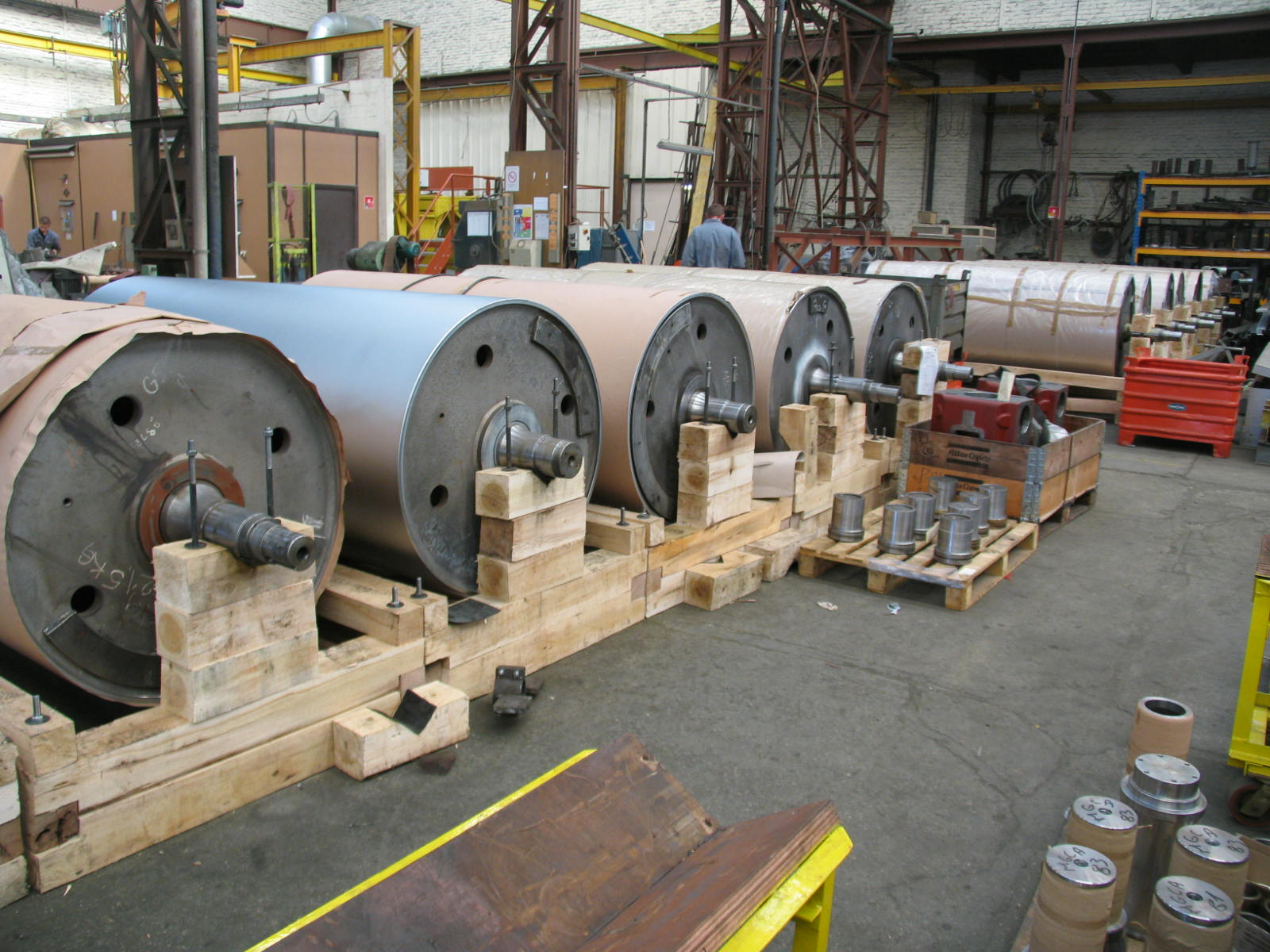 Hard chromed steel cylinder to improve the hardness and decrease the adherence and so increase the life of the part.