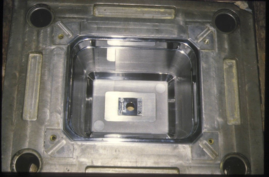 Flash chrome plating on a mold for its anti-adhesion properties.